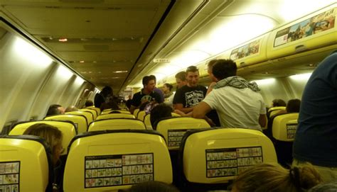 aerei ryanair interni ryanair secondo bagaglio a mano e posto assegnato