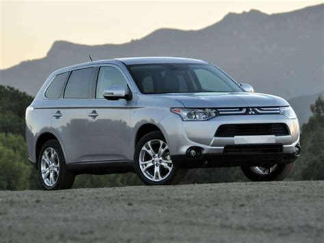 mitsubishi crossover models 2014 mitsubishi outlander crossover suv road test and