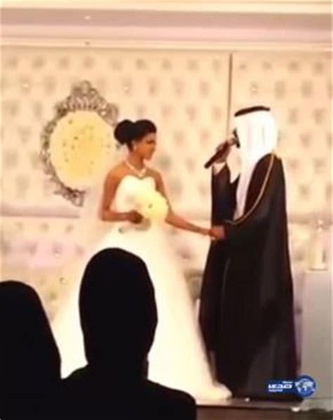 Video: Kuwaiti Groom Sings For Bride At Wedding   Arabia