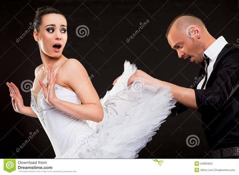 regarder l homme qui a surpris tout le monde complet film streaming vf hd cueillette d homme sous la jupe de ballerine photo stock
