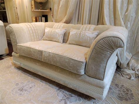 halbrunde sofas im klassischen stil zweisitzer sofa bezogen mit stoff klassischen stil