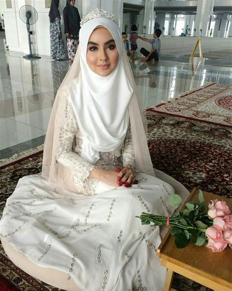 tutorial hijab pengantin pakai mahkota tutorial jilbab pengantin pakai mahkota 14 inspirasi gaun