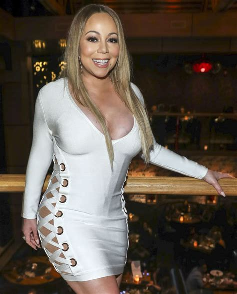40 mariah carey 1 s nombre 1 s intrprete mariah carey mariah carey 2017 singer goes braless in sexy dress