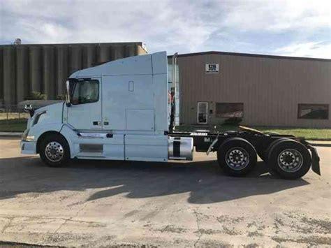 automatic volvo semi truck volvo vnl sleeper tractor truck 2013 sleeper semi trucks