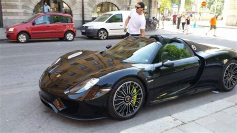 new porsche 918 zlatan ibrahimovic drives his new porsche 918 spyder in
