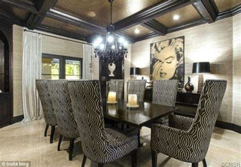 khloe kardashian home interior khloe kardashian makes 1 5million profit as she sells