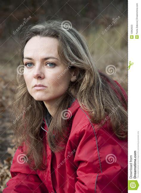 imagenes tristes mujeres mujeres tristes imagen de archivo imagen de atractivo