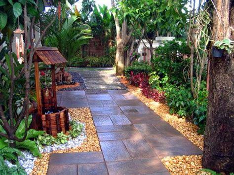 decorar con plantas un patio decoracion de patios pequenos y estrechos patios y jardines