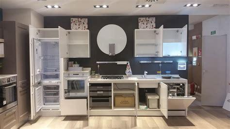 cucine saldi saldi 187 cucina lube modello brava laccata bianco assoluto