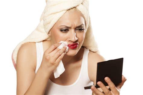 Eyeliner Basah efek negatif keseringan menggunakan tisu basah untuk
