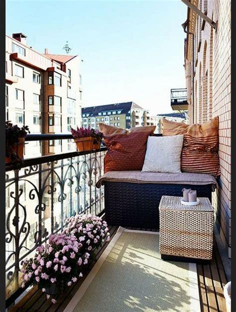 decorar fachadas con plantas ideas para decorar balcones planos de casas modernas