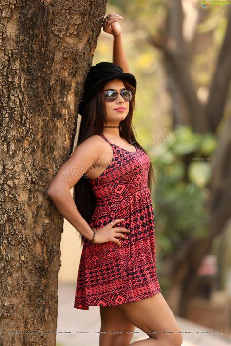 vrushali gosavis sexy upper thighs show latest hot