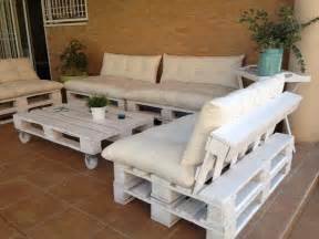 How To Make Patio Furniture With Pallets by Diy Outdoor Patio Furniture From Pallets 99 Pallets