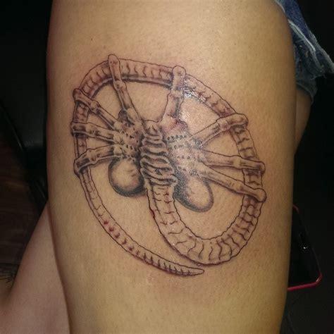 8 excellent xenomorph tattoos tattoodo facehugger first session by jlynnkitty on deviantart