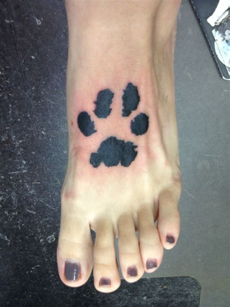 paw print with name foot paw on foot