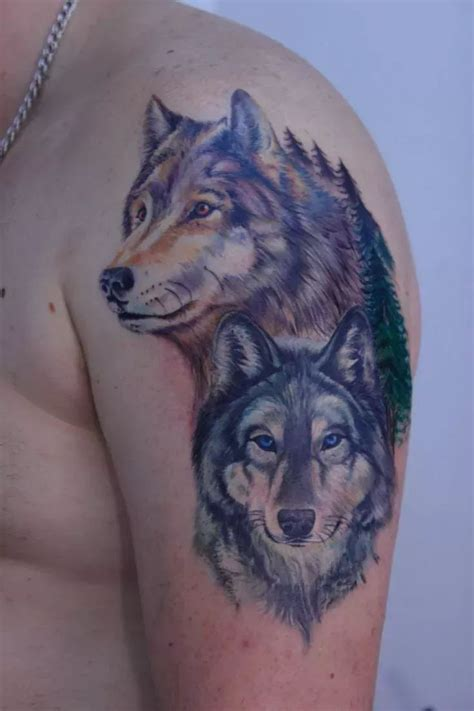 realistic wolf tattoo best 25 two wolves ideas on chest