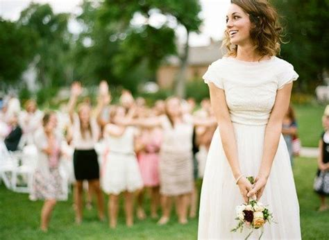Team Wedding Blog 10 Bouquet Toss Songs That Prove Girls