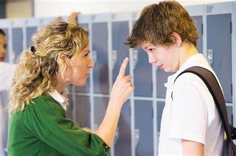 madre se queda atrapada y su hijo se la folla micaelinos en contra del bullying los ni 241 os y j 243 venes
