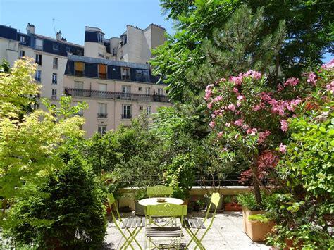 terrasse wohnfläche studio aperto su grande terrazzo a parigi calmo