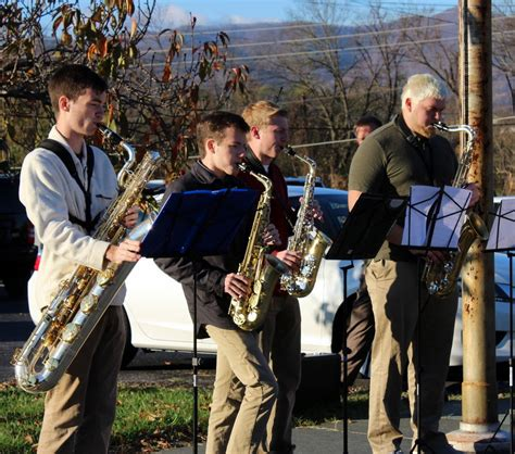 where is backyard band playing tonight east salem elementary students honor veterans day so