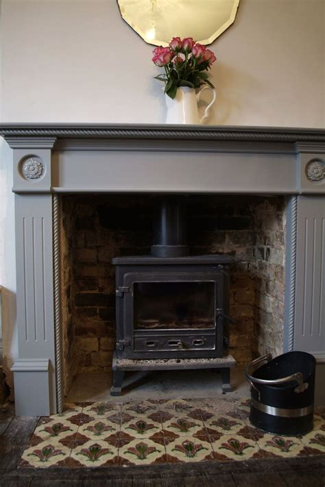 Painting A Wooden Fireplace Surround by Best 25 Hearth Tiles Ideas On