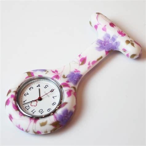 montre infirmiere motif fleur