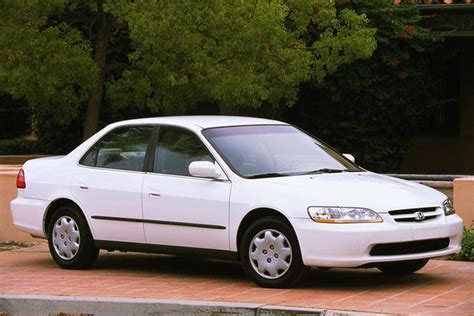 Honda Or Toyota Which Is Better 1997 2001 Toyota Camry Vs 1998 2002 Honda Accord Which