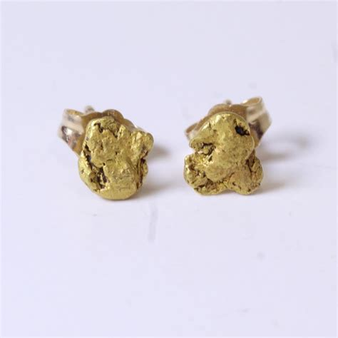 14kt gold 1g gold nugget stud earrings property room