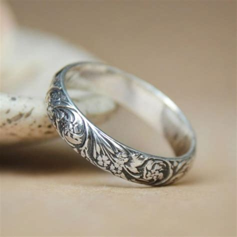Flower Pattern Ring | narrow wildflowers wedding band in sterling silver