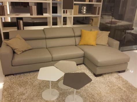 pelle per divani divano mod europa in pelle tortora con penisola divani