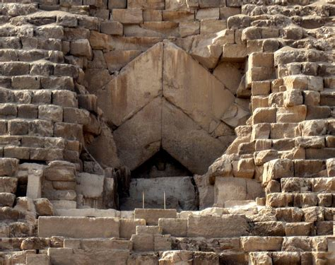 great pyramid of giza historical facts and pictures the