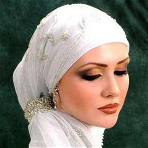 Eyeshadow Sariayu Muara Kuin cara make up minimalis untuk perempuan berkerudung