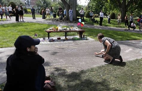 good will hunting bench fans leave williams tributes at boston park bench