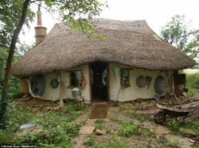 farmer builds cozy cob house for about 250