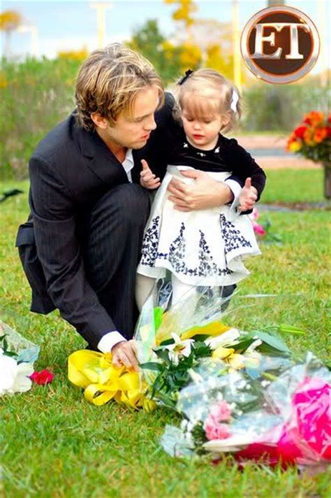 Larry Birkheads Website Updated Memorializes Smith by Larry Moving Dannielynn Away From La Oh No They Didn T