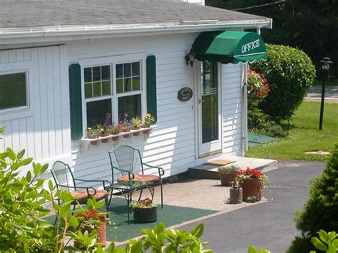 Pine Grove Cottages Maine by Maine Cottages For Sale In Coastal Lincolnville Pine
