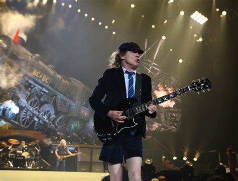 Kaos Band Acdc Anything Goes ac dc shake foundations of the o2 arena in on black world tour