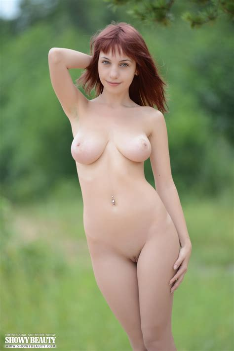 Busty Redhead Hippy Girl Posing In The Nude In The Woods Showy Beauty Teen Pussy Pictures