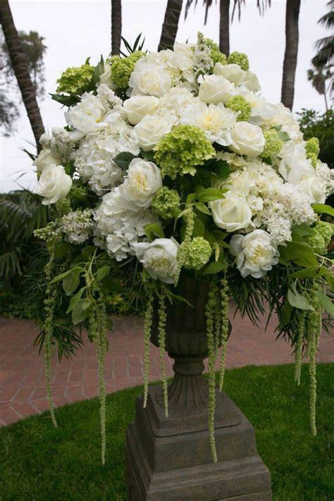 White Wedding Flower Arrangements by So Beautiful Arranjos Hortencias