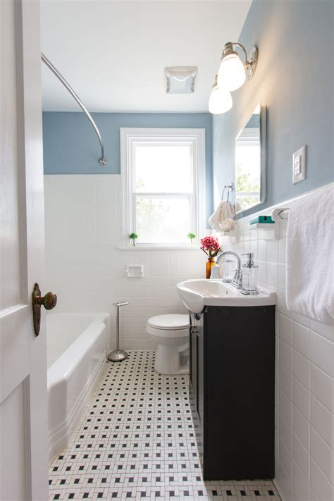 Pretty curved shower rod in Bathroom Traditional with