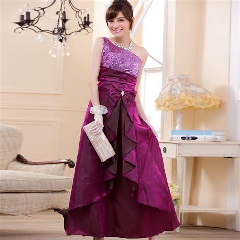 Gaun Pesta Modern Code 00313c15 イブニングドレスって 夕方からのお呼ばれに相応しいロングドレスのマナーと着こなし術 dress code note