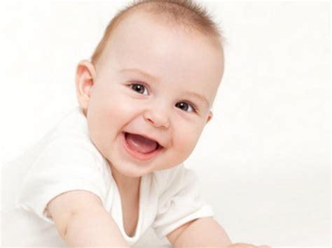 wann baby zähne bekommen babypflege ohren s 228 ubern mamiweb de