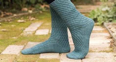 best way to knit socks 8 tips for beginner sock knitters create cozy socks