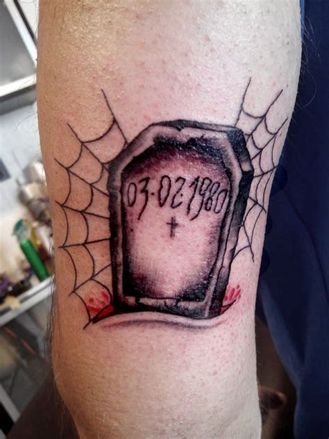gravestone tattoos traditional tombstone www imgkid the image