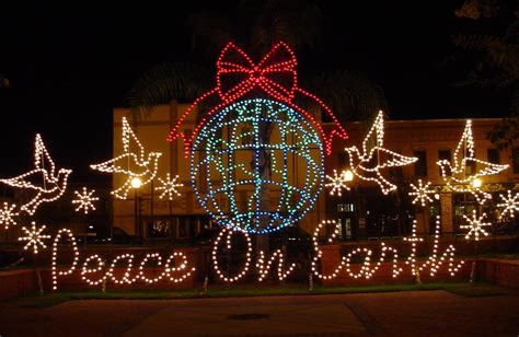 wire frame christmas display ideas pinterest