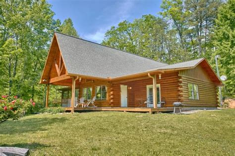 Secluded Cabin Rentals In Sevierville Tn by Secluded Pigeon Forge Cabin Big