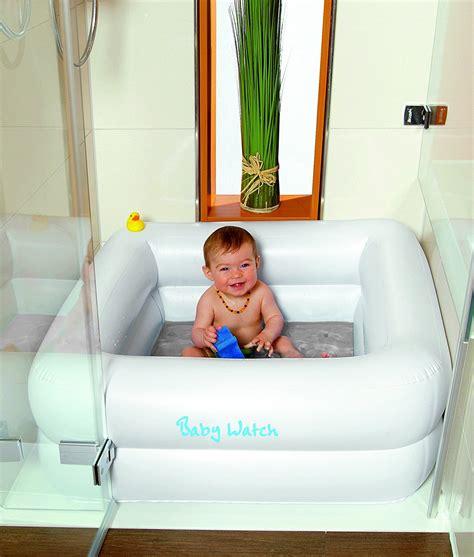 mit baby in badewanne geniale erfindung dieses ding macht duschen mit baby so