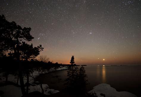 bright lights in the evening sky spot venus jupiter