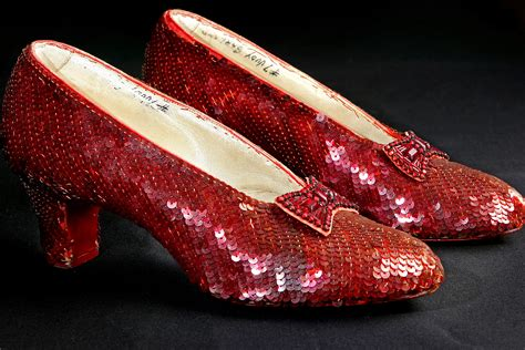 wizard of oz slippers cops bust thieves who nabbed replica wizard of oz