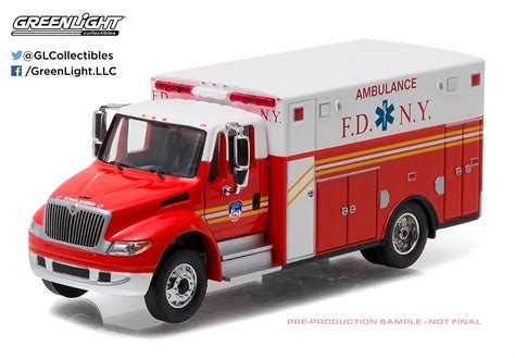 Greenlight International Durastar Ambulance Greenlight 1 64 Heavy Duty Series 7 International Durastar